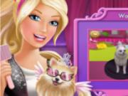barbie fotografiaza si imbraca caini