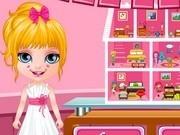 bebelusa barbie decoreaza casa de papusi
