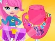 fetita barbie creeaza coliere micul meu ponei