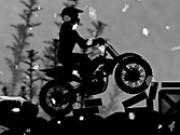 Jocuri cu motociclete negre pe zapada