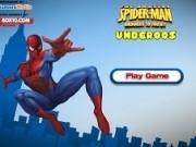 spiderman se leagana pe panza de paianjen